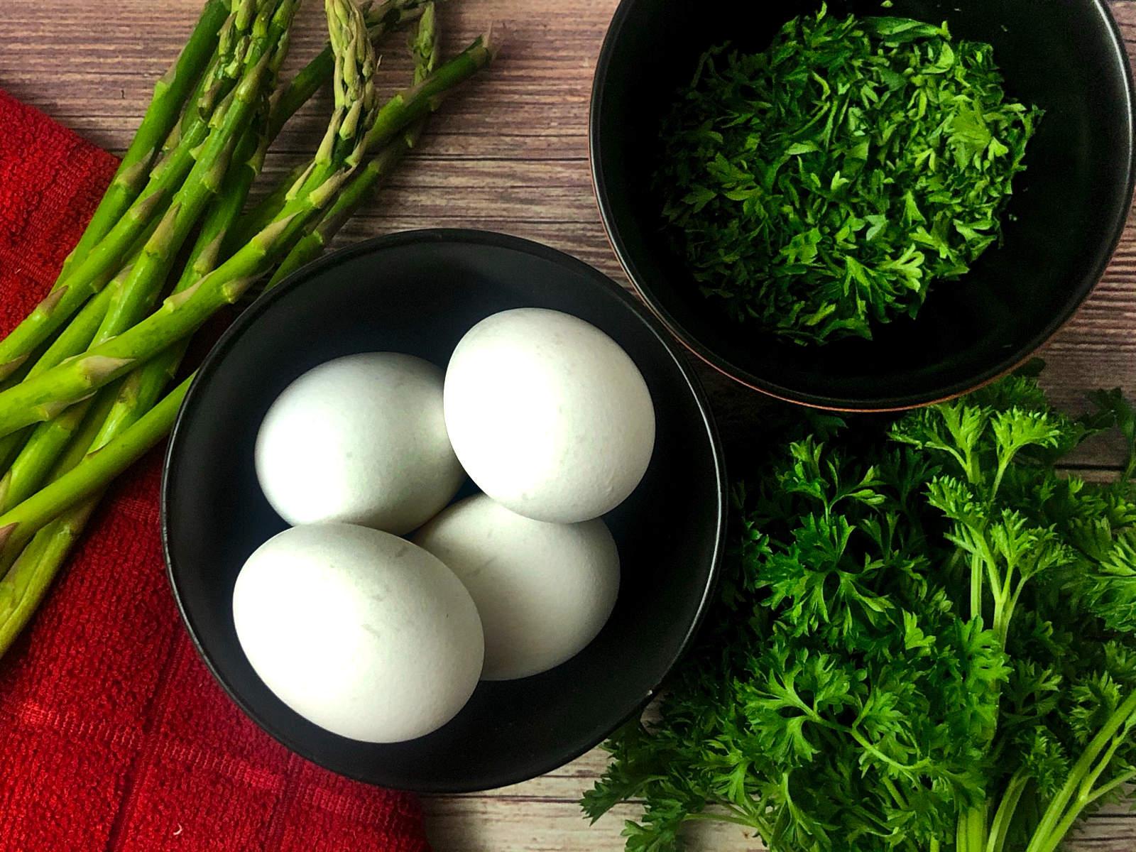 eggs, asparagus, parsley