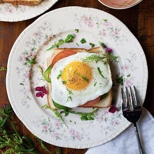sunny side egg up from best mini egg pan