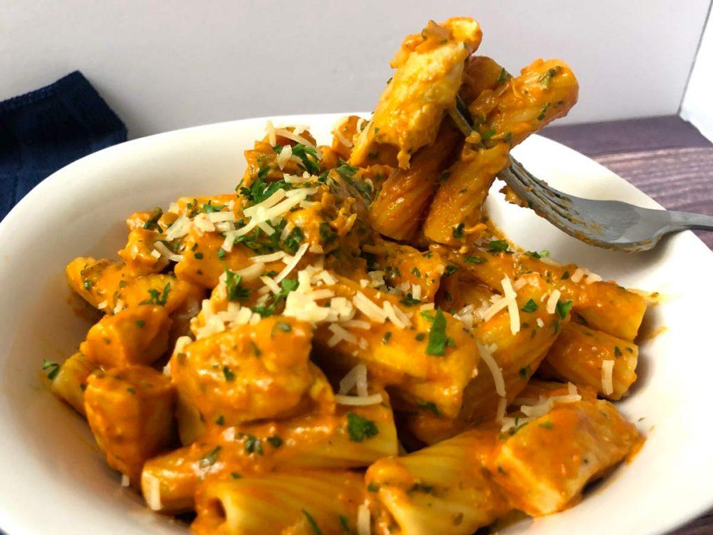 rigatoni with chicken and tomato cream sauce