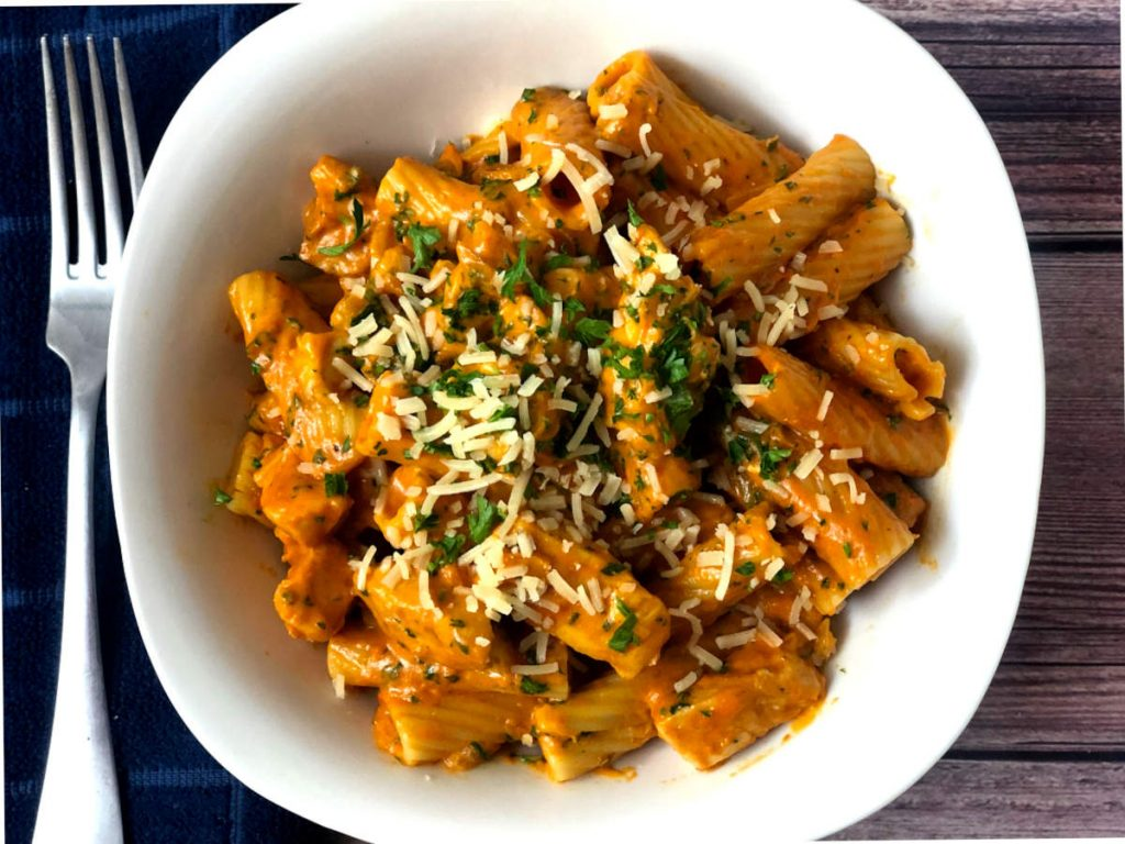 pasta with rose sauce and chicken