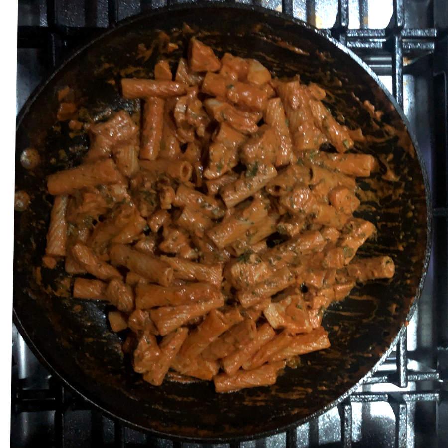 rose sauce pasta with chicken