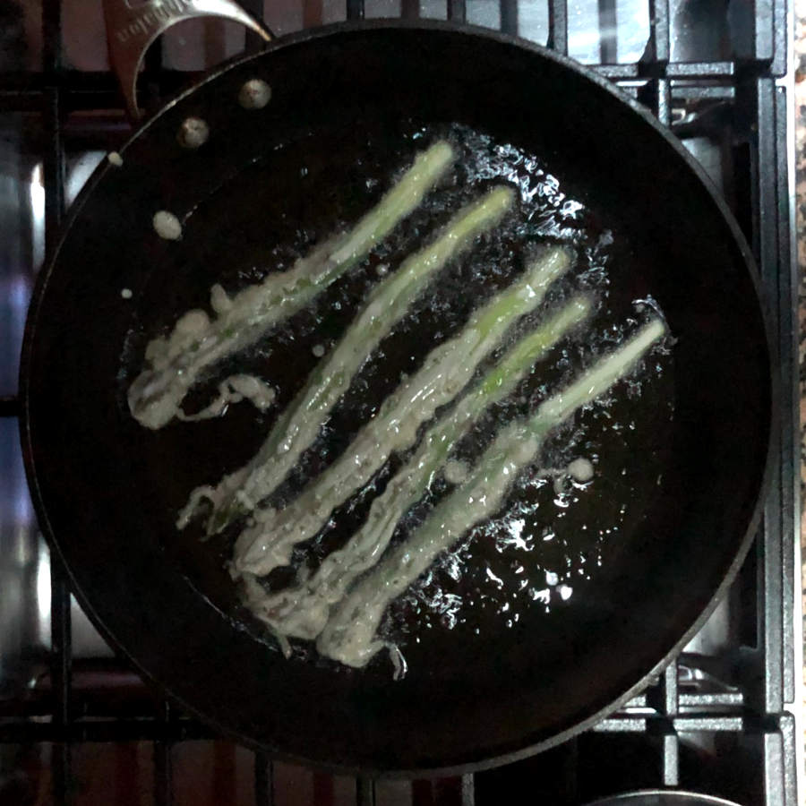 asparagus tempura frying