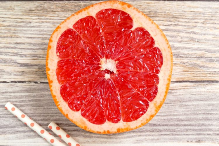 grapefruit knife and grapefruit spoon feature