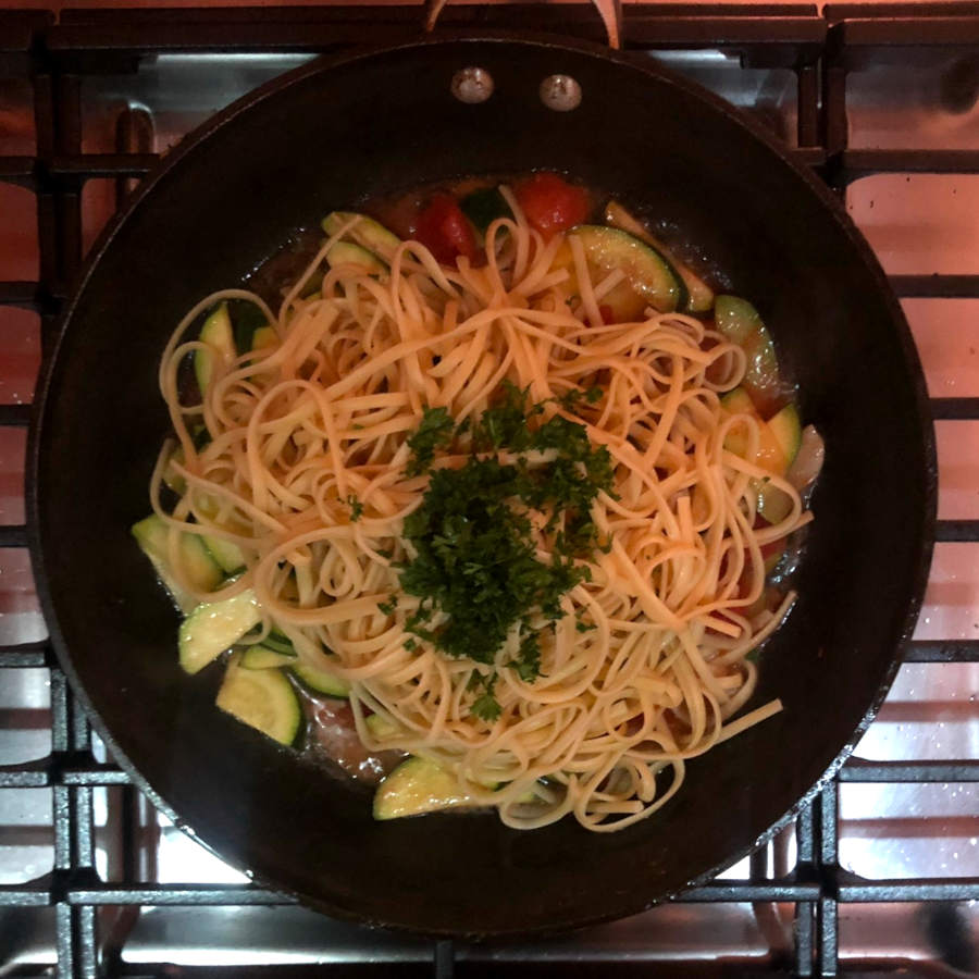 pasta with parsley and zucchini
