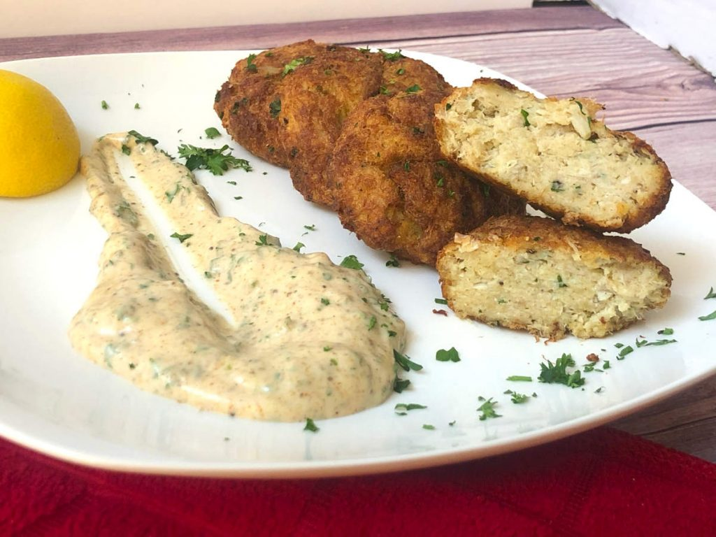 air fryer crab cakes with old bay aioli